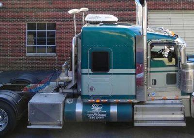 2008-Kenworth-W-900-L-Tractor-700w